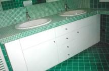 Mobile bianco con due lavelli