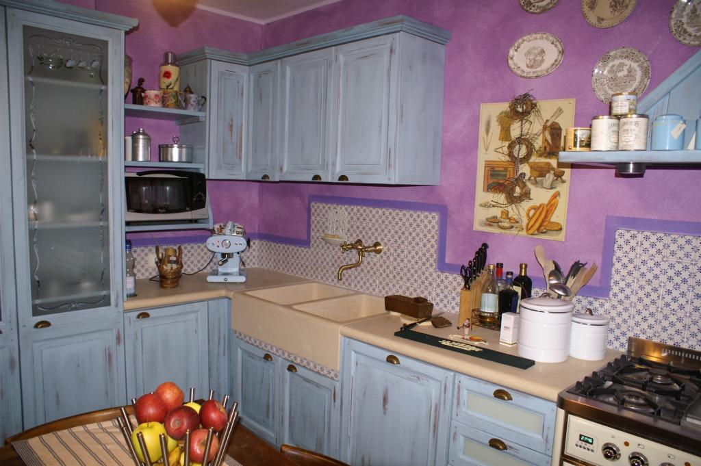 Cucina completa azzurra anticata artigianlegno for Cucina azzurra