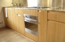 Cucina in legno e acciaio inox