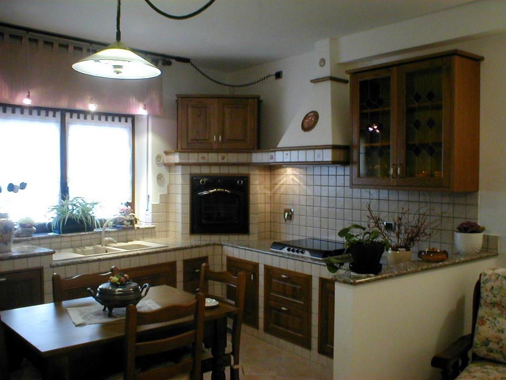 Cucina inserita in struttura muratura | Artigianlegno